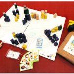 Cartes, blocs de bois, plateaux, livret pédagogique...
